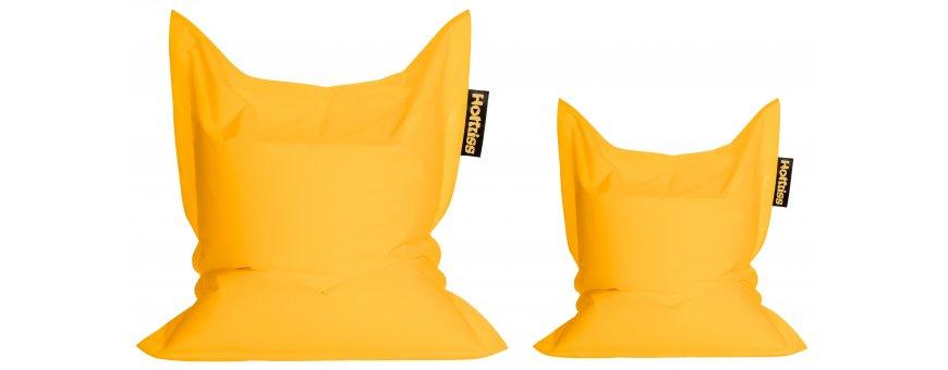 Tyynymalliset säkkituolit sopivat hyvin moneen eri käyttöön. Muodon ansiosta ne on helppo asetella mieluisaan asentoon