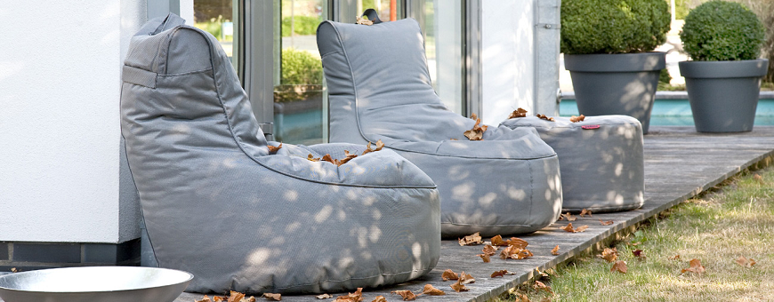 Hyvä tuolimallinen säkkituoli ulos ja terassille ruokapöydän ääreen tai tähtien katsontaa varten.